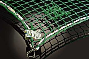 Safety net with thimbles in green