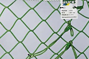 Safety net in green with diamond meshes